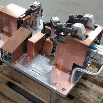 Small welding clamping tools for arc robotic welding